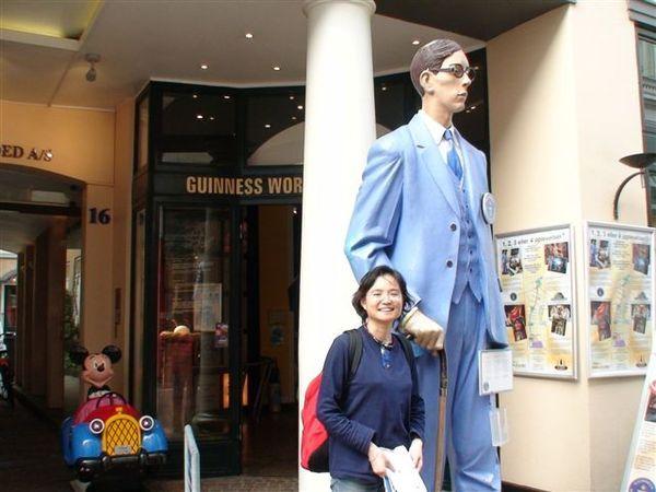 金氏世界紀錄博物館前.JPG