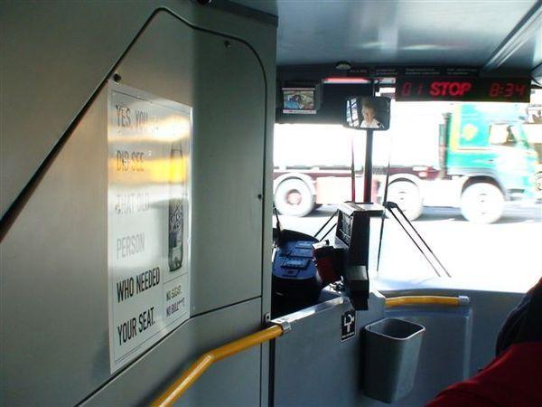 從機場搭往市區的雙層巴士.JPG