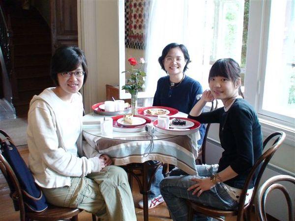 悠閒喝茶與甜點.JPG