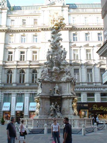 維也納街頭雕塑.JPG