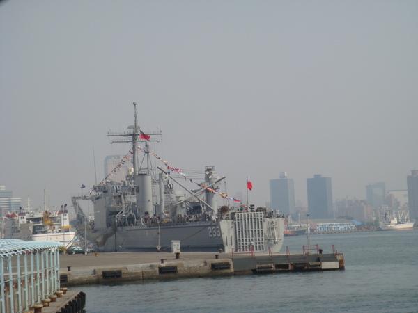 高雄港軍艦