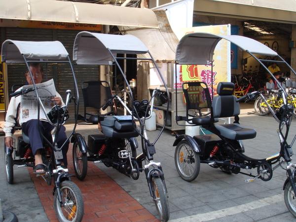 出租三輪車