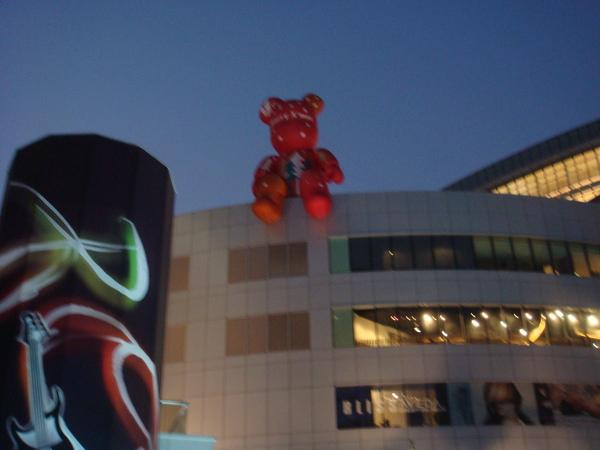 漢神樓上的小熊