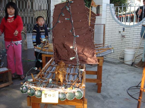 手工打造的竹筏模型