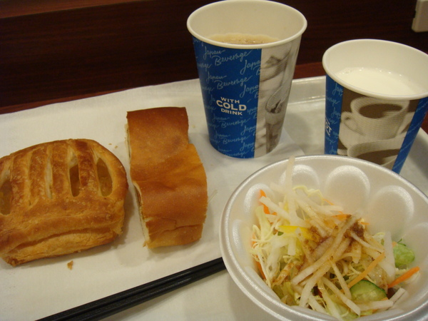 hotel早上供應的免費早餐