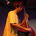 馬丁老師彈的是低音大提琴double bass
