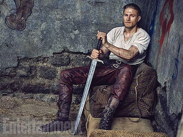 King-Arthur-Charlie-Hunnam-1374-09