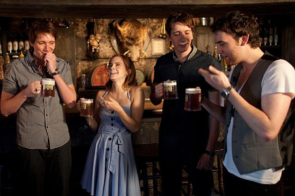 Harry-Potter-cast-drinking-butterbeer