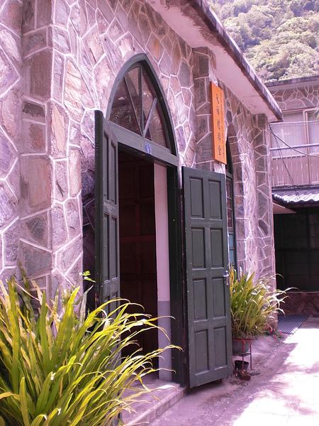 禮拜堂的大門口