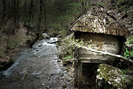 崩壞的水車屋