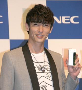 NEC携帯09年冬モデル発表会に登場  1.JPG