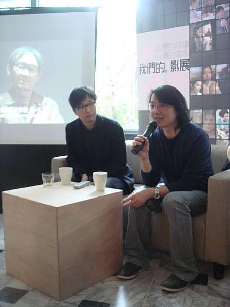 5_導演侯季然(左)和今天的主持人吳奇龍(右).jpg