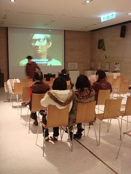 2_講座開始前已有觀眾迫不及待入席.JPG