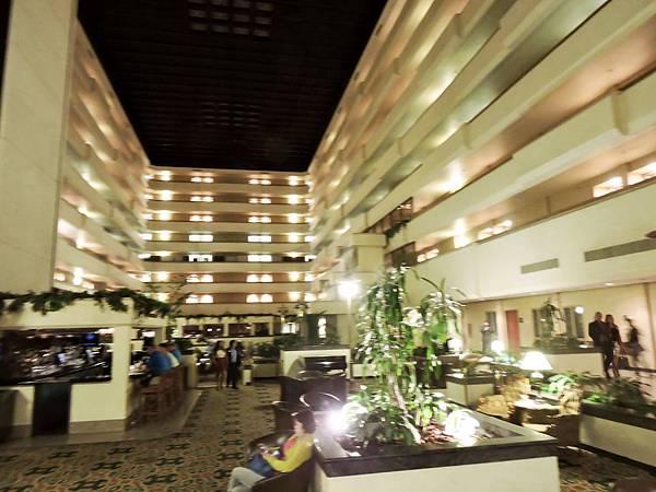 佛雷斯諾-FRESNO HOTEL &CONFERENCE CENTER 02.JPG
