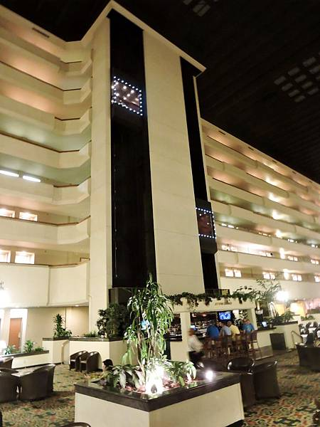 佛雷斯諾-FRESNO HOTEL &CONFERENCE CENTER 04.JPG