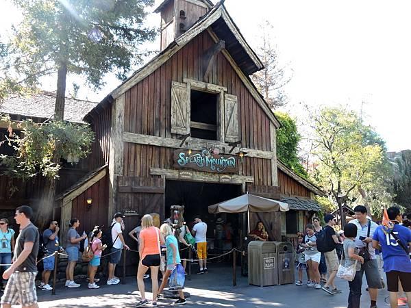 洛杉磯-迪士尼樂園 32(水澗山).JPG