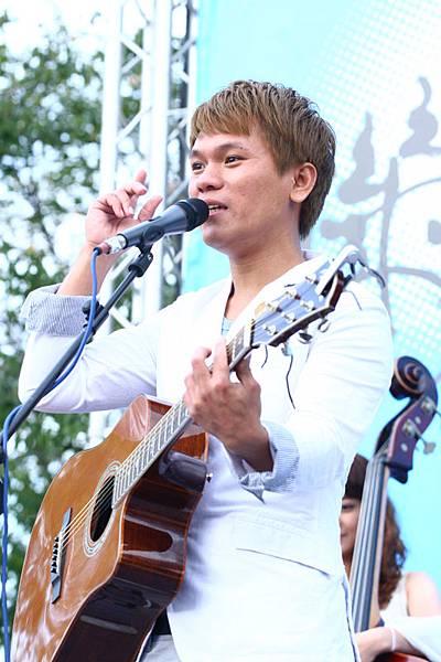 Suming是個好開朗的音樂人喔!
