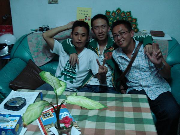 2007/5月初與好友碩懋~珍澔~我(從左至右)