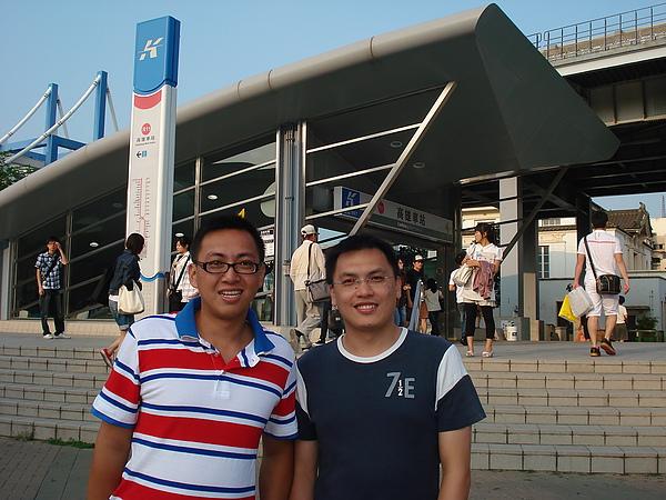 2009/5/3下午5點左右位於高雄火車站!!