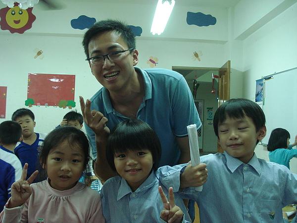 2008/11/26我與1.2年級合照!!