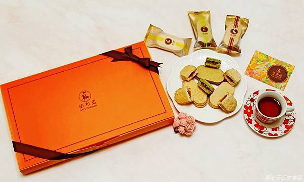 法布甜新年禮盒 三色馬卡龍鳳梨酥禮盒 (1).jpg