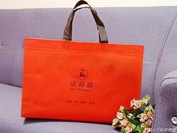 法布甜新年禮盒 三色馬卡龍鳳梨酥禮盒 (2).jpg