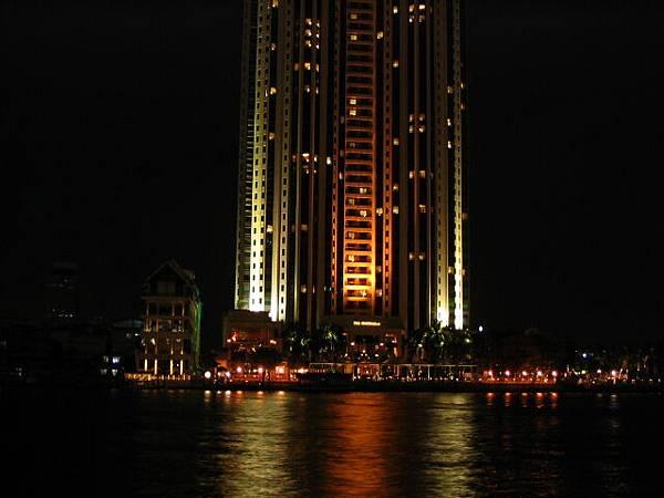對岸應該是香格里拉大酒店