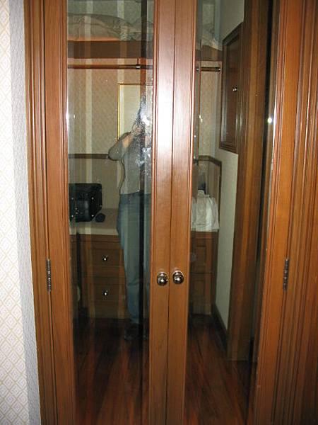 更衣室的衣櫃