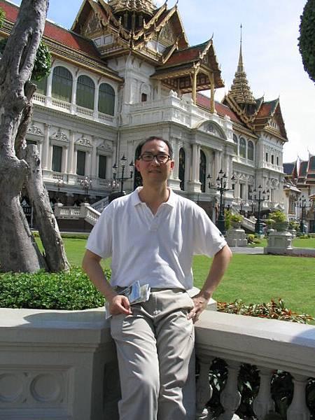 北極熊身後是泰國皇宮