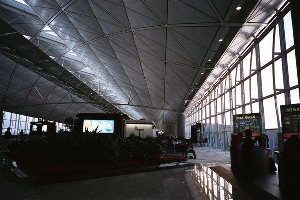 這裡不知道是哪個機場,可能是香港