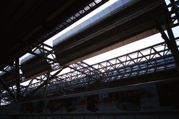 高鐵車站月台上方