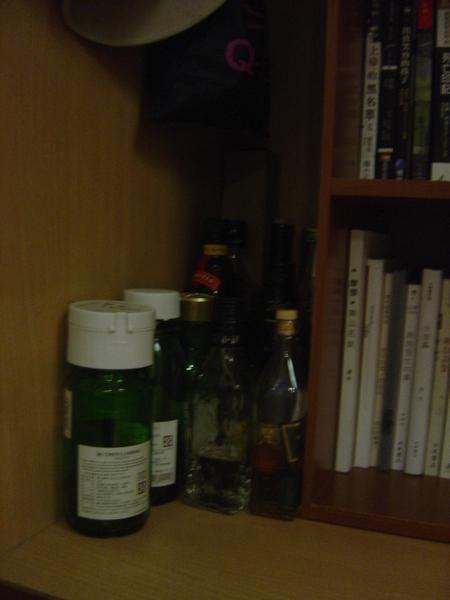 書櫃的旁邊