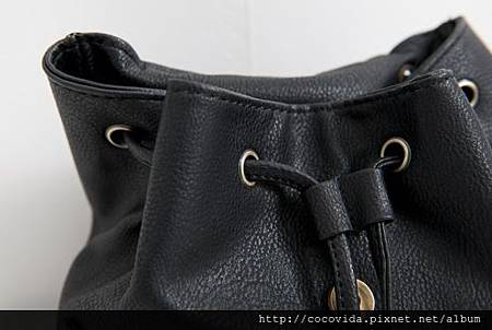 雙口袋皮質釦環後背包$480
