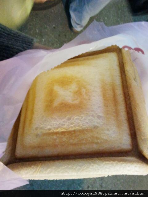 2011-11公館超便宜尾魚麵包.jpg