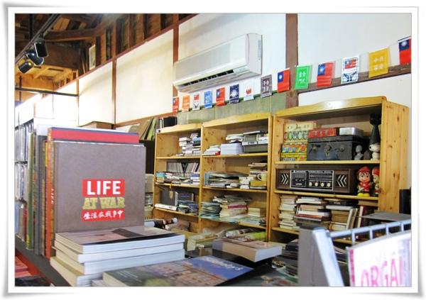舊書舖子櫃台.jpg