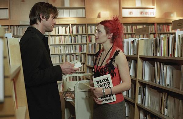 picture-of-jim-carrey-and-kate-winslet-in-eternal-sunshine-of-the-spotless-mind-large-picture-number-7
