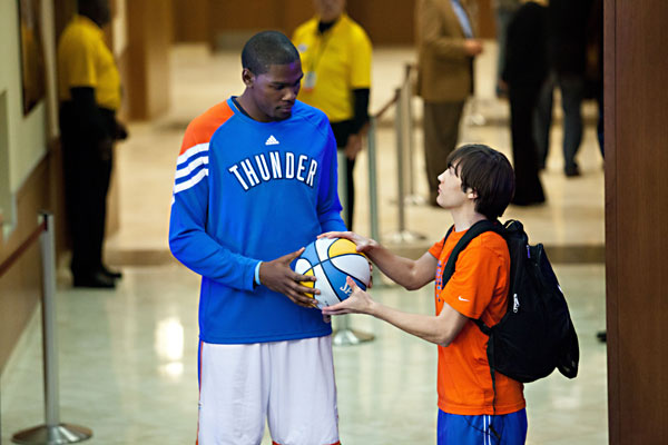 Kevin-Durant-and-Taylor-Gray-in-Thunderstruck-2012-Movie-Image.jpg