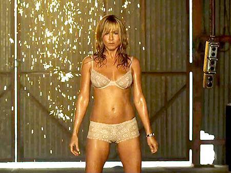 Jennifer-Aniston-Stripping-Were-The-Millers.jpg