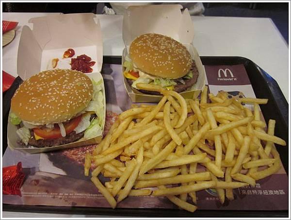 麥當勞大美味牛肉堡 (1)