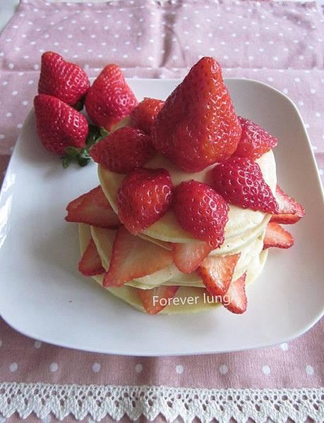 四層草莓鬆餅