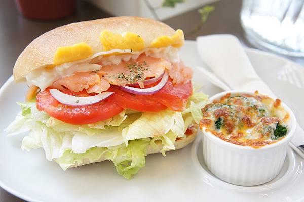 橫-煙燻鮭魚堡-1.JPG