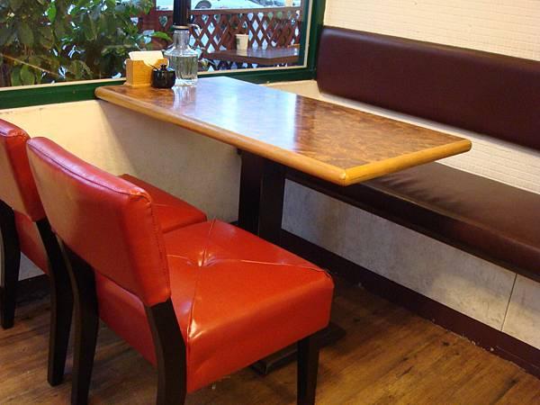 換新椅子-3.JPG