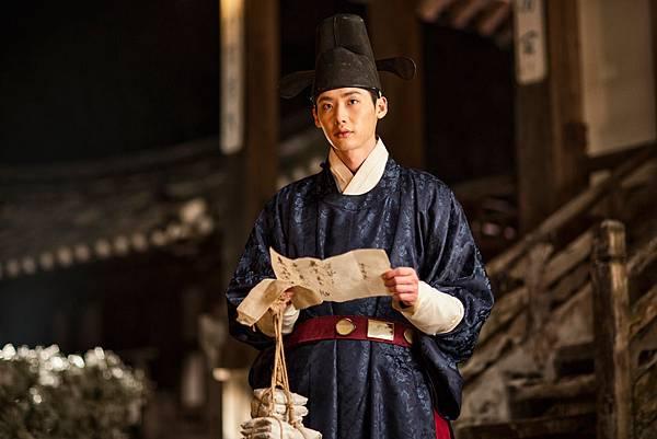 04. 目前當紅的人氣偶像李鍾碩在《觀相大師:滅王風暴》中首次古裝扮相,突破演出也持續引爆話題。