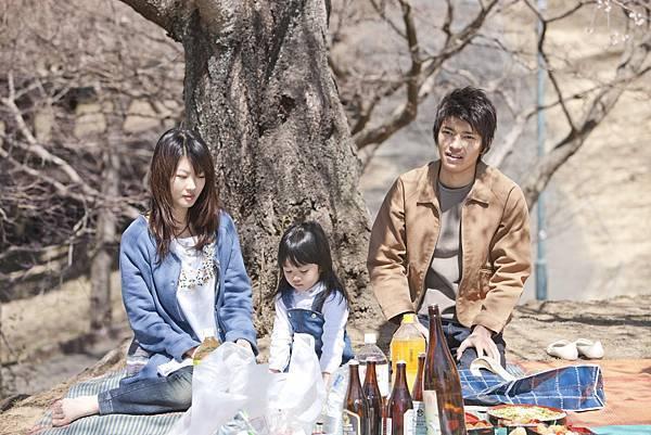 04. 《櫻花下的約定》是柏林影展與莫斯科電影節展露頭角的日本新銳導演栗村實的最新力作。