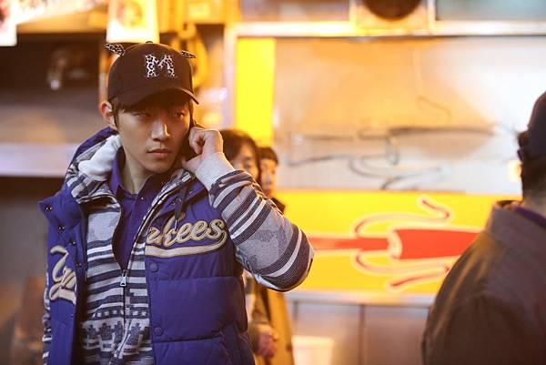 04. 人氣K-POP團體2PM成員俊昊以《監諜任務》首戰大銀幕。
