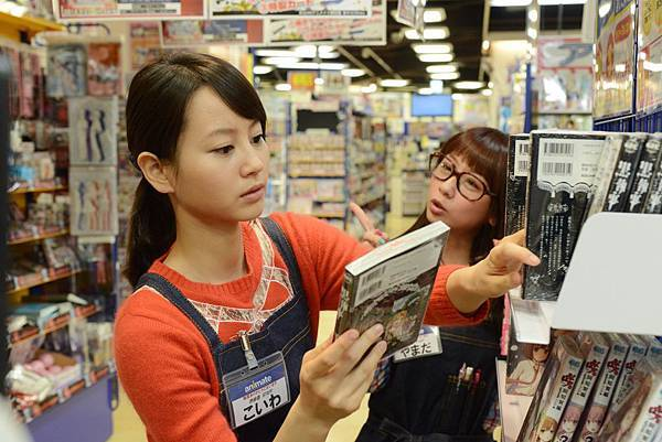 02. 堀北真希所飾演的麥子是一位夢想成為動畫聲優的宅女。