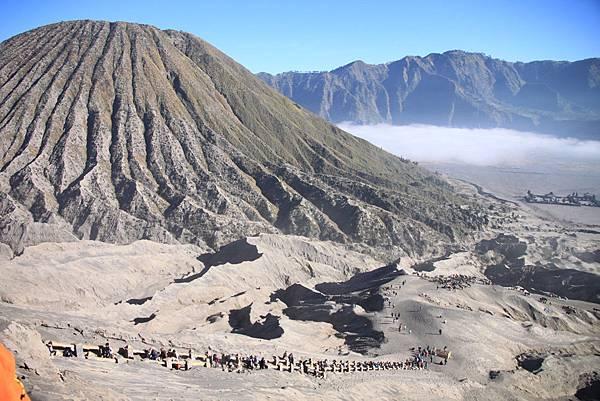 0215火山口上回頭看