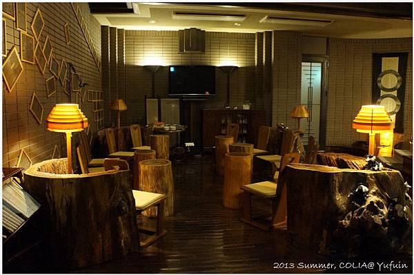 lobby 03.JPG