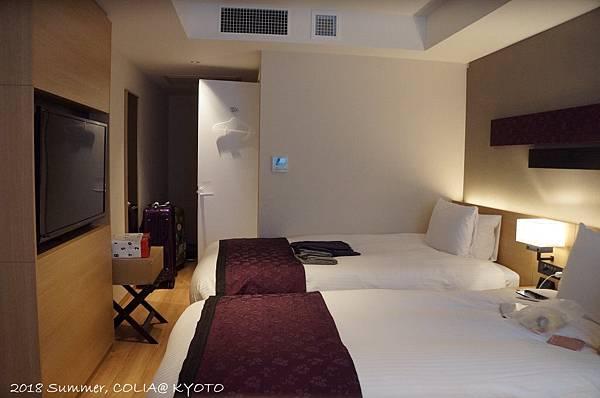 3-room 01.JPG