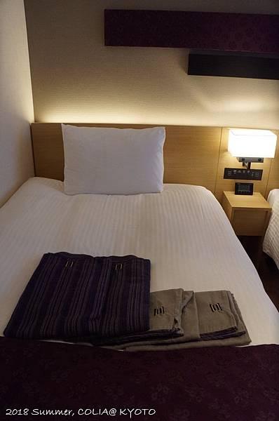 3-room 03.JPG